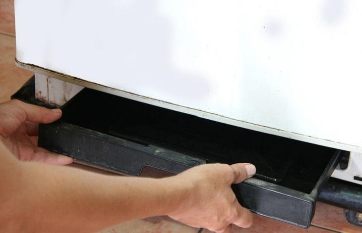 tủ mát alaska bị chảy nước