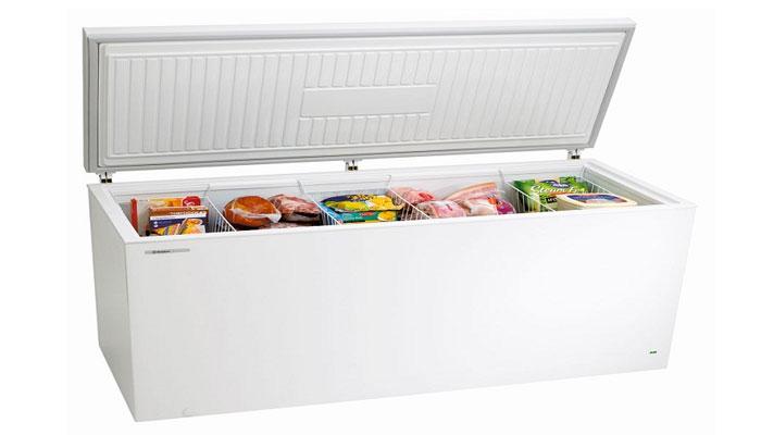 Lấy tất cả thực phẩm bên trong tủ ra ngoài