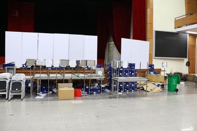 Tất cả những giấy tờ thải loại từ quá trình in đề đều không được chuyển ra ngoài trước khi kỳ thi kết thúc.