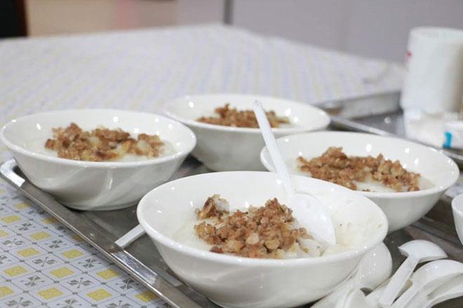 ban tổ chức đã cung cấp các món ăn giải nhiệt và nhiều hoa quả tươi